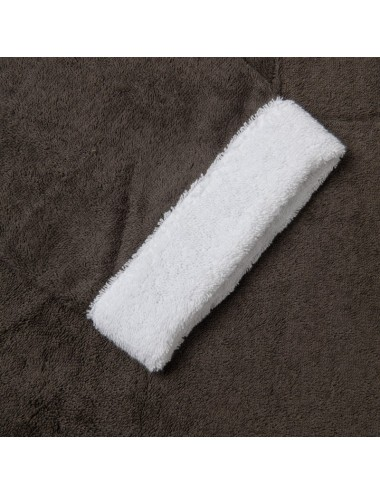 Accappatoio in spugna grigia con bordo in spugna bianca