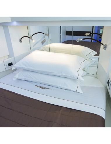Completo letto in percalle bianco e doppio rivetto nero
