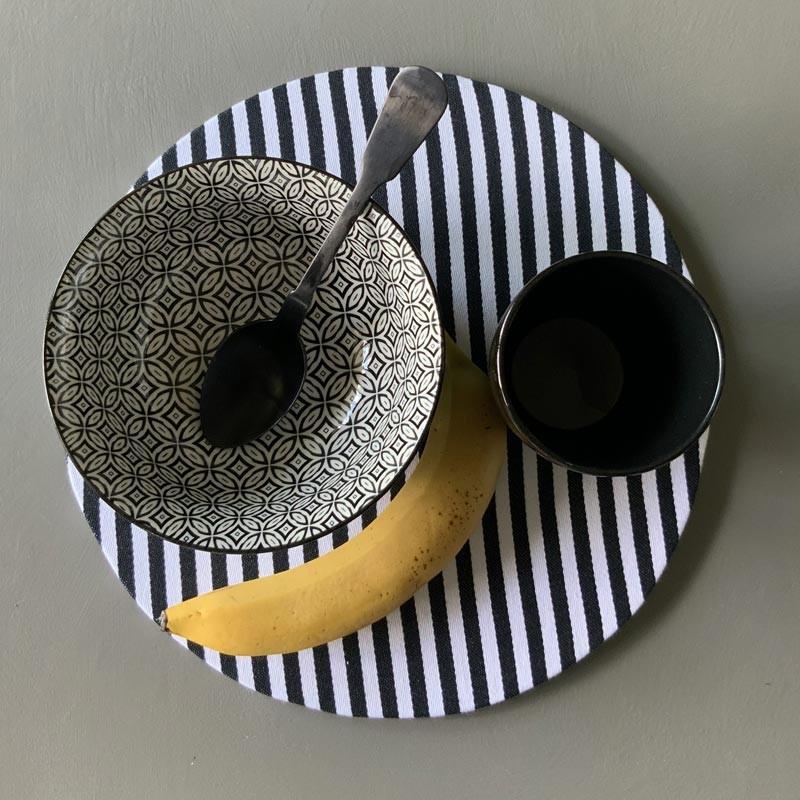 Set 2 sottopiatti tondi a righe di cotone bianco/nero