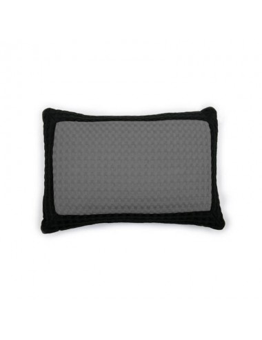 Cushion made of sand-colored waffle weave with black waffle weave edge