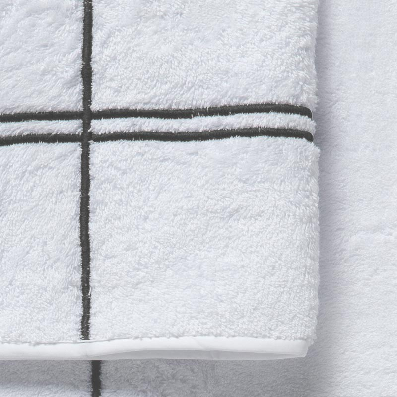 Coppia asciugamani in spugna bianca con incroci grigi