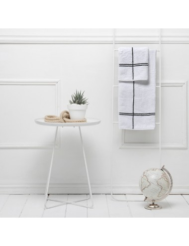 White terry cloth mat with avio crossings