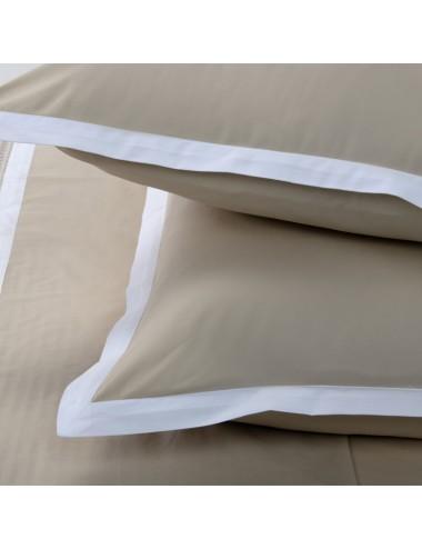 Completo letto in percalle sabbia e bordo bianco